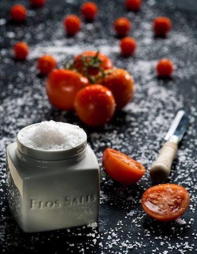 Flos-Salis-flagesalt-med-tomater