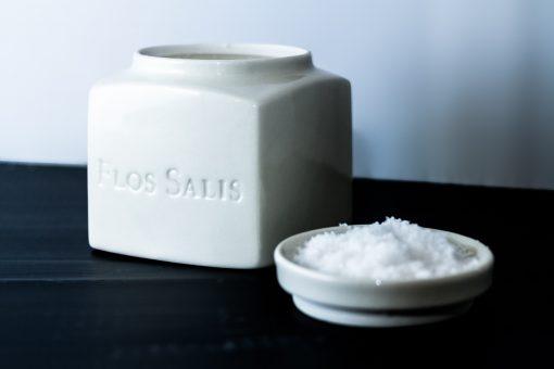 Flos salis med Flor de Sal på låget