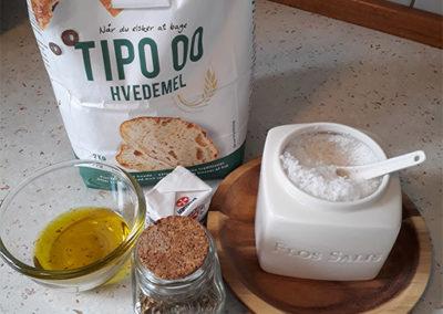 Ingredienser-til-focaccia-med-flagesalt